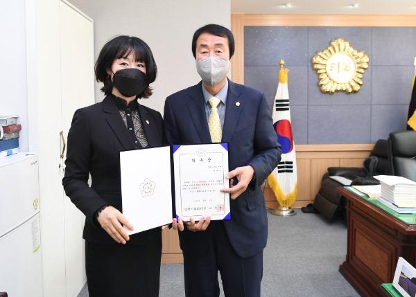 2021-04-09 2020회계연도 결산검사위원 위촉장 수여-박해수.JPG