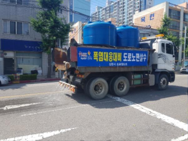 도심 가마솥더위 살수차로 도로 열기 식힌다-도로철도과(사진3).jpg